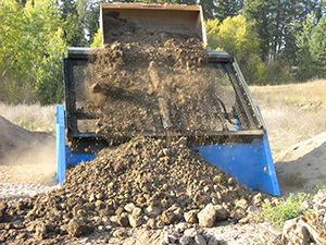 Screening waste with the Desite SLG-108 Topsoil Screener